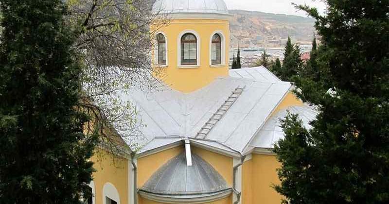 cerkov-dvenadcati-apostolov-photo3