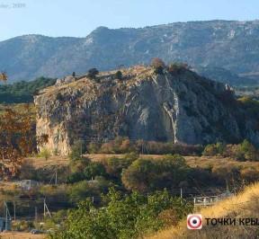 Krasnyj-kamen-v-gurzufe-photo1002